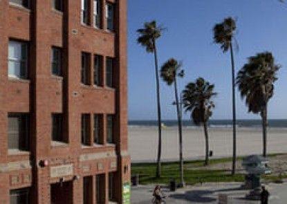 Venice Breeze Suites