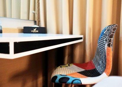 Verse Luxe Hotel Wahid Hasyim Teras
