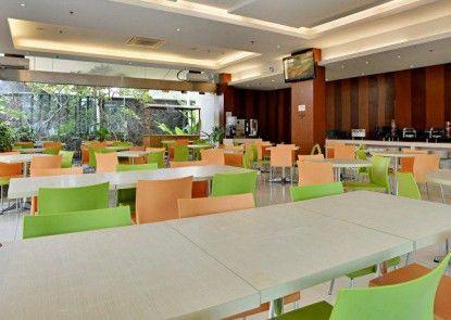 V Hotel Tebet Jakarta Makanan