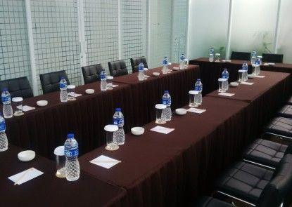 V Hotel Tebet Jakarta Ruangan Meeting