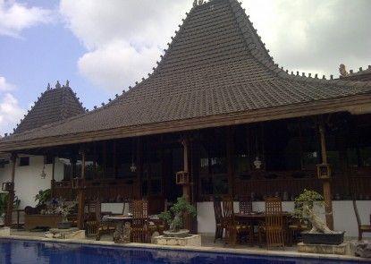 Villa Ketupat Rumah Makan