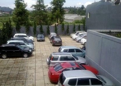 Villa Puri Teras Tempat Parkir