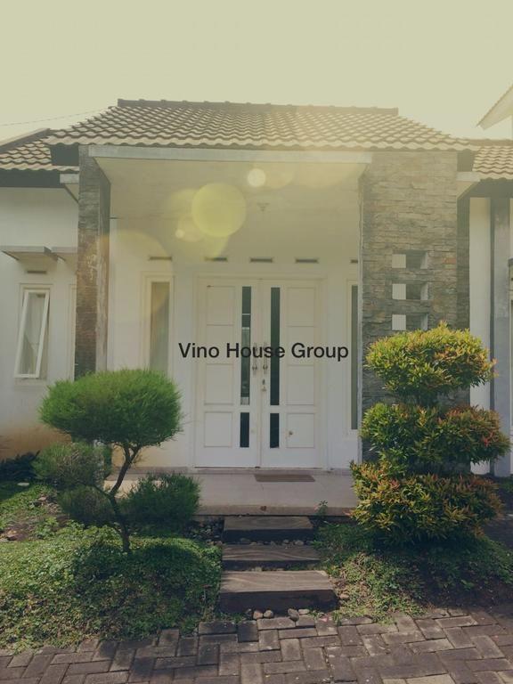 Villa Anggrek 5 by Vino House, Malang