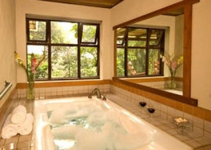 Villa Blanca Cloud Forest Resort and Nature Reserve