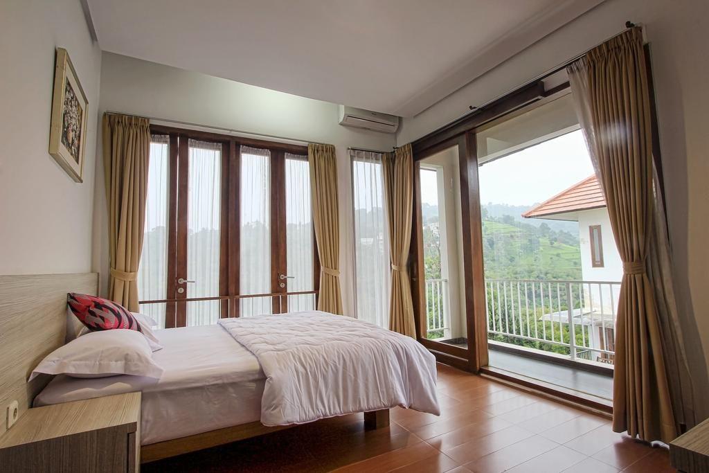 Villa Kencana Syariah, 4 BR, 6 Bed King Size, Bandung