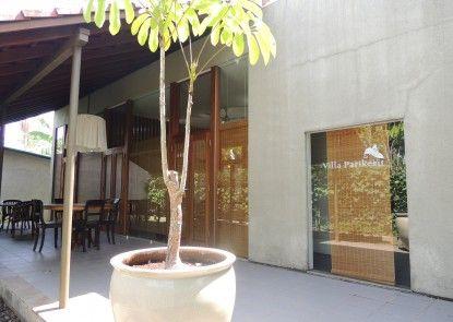 Villa Parikesit Salatiga Teras