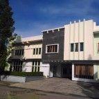 https://cdn01.tiket.photos/img/business/v/i/business-villapuriteras-hotel-bandung5327.sq3.jpg