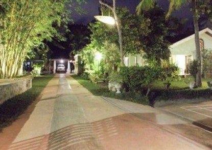 Villa Shade