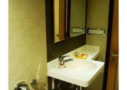 Vista Rooms near Marine Lines Station