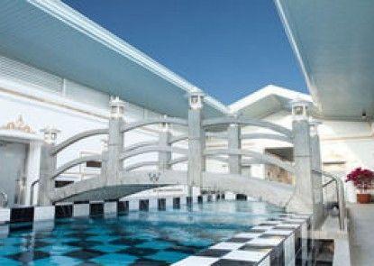W Clark Hotel and Resort