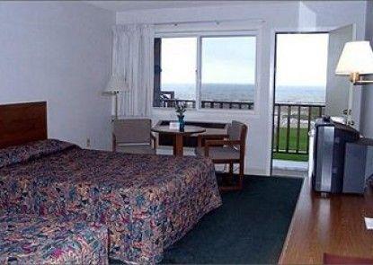Waterfront Inn - Mackinaw City Teras