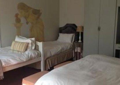 Waterhouse Guest Lodges: 236/230 Bourke Street