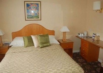 Whin Park Guest House Teras