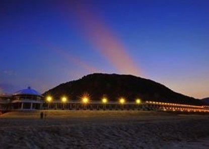 White House Beach Hotspring Resort