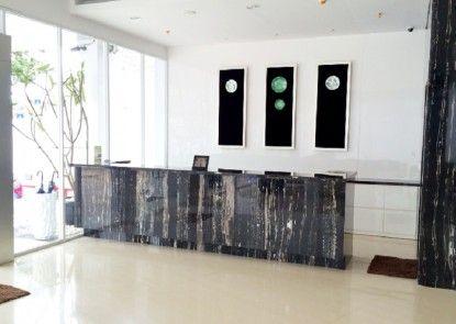 Whiz Hotel Cikini Jakarta Penerima Tamu