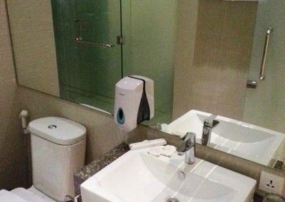 Whiz Prime Hotel Kelapa Gading Kamar Tamu