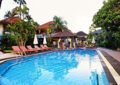 Wina Holiday Villa Kuta Bar Tepi Kolam