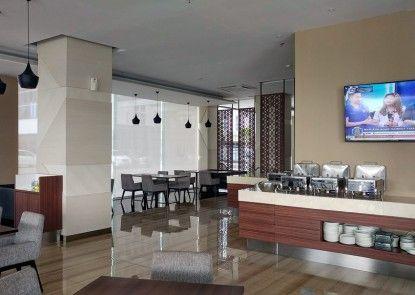 Wing Hotel Kualanamu Rumah Makan