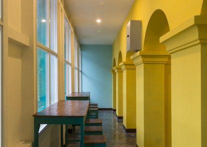 Wonderloft Hostel Teras