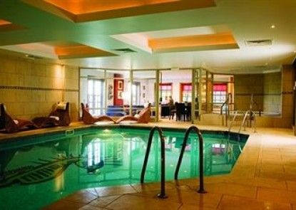 Wood Hall Hotel and Spa Teras