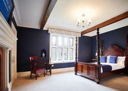 Woodhall Manor