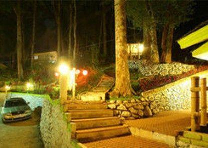 Woodpecker Resort