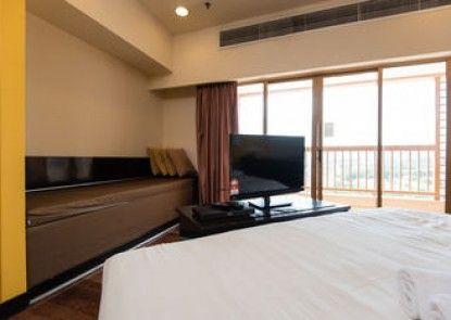 W Studio Resort Suites at Pyramid Tower