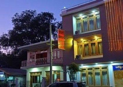 Wut Hmon Thit Motel
