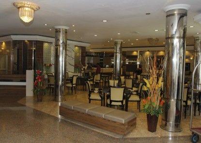 Yasmin Hotel Makassar Lobby