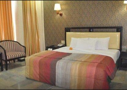 Yasmin Hotel Makassar Teras