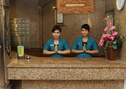 Yasmin Hotel Makassar Penerima Tamu