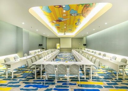YELLO Hotel Harmoni Ruangan Meeting