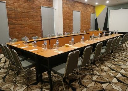 Yello Hotel Manggarai Ruangan Meeting