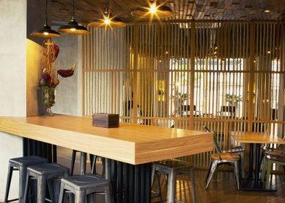Zoom Hotel Jemursari Surabaya Lounge