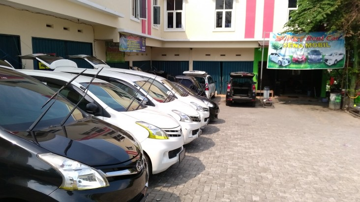 Garasi Suket Rent Car