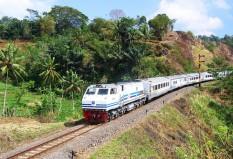 Argo Wilis meninggalkan stasiun Cirahayu