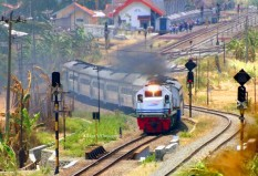 Fajar Utama Yogya dari stasiun Prupuk