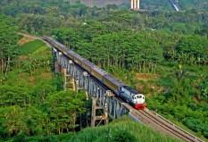 Melewati jembatan Lahor